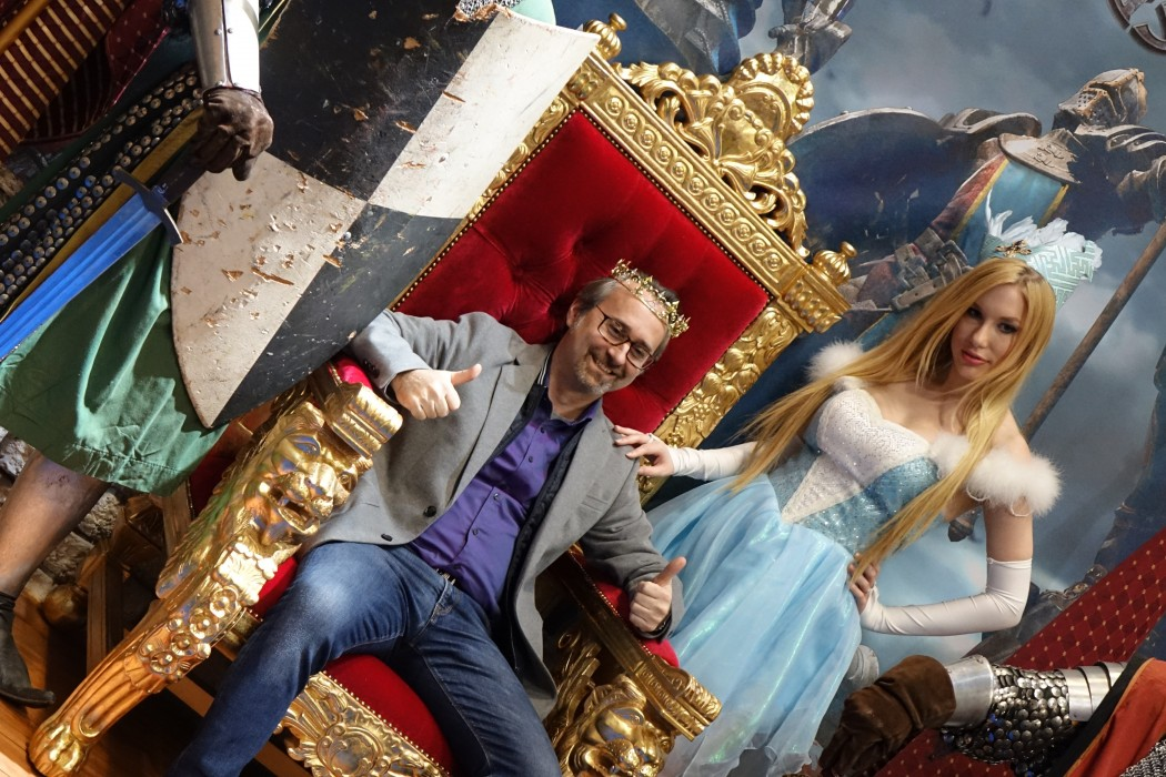 A guest enjoys the Clash of Kings photo op at GDC